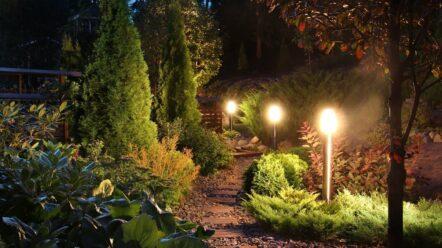 Lampy ogrodowe solarne czyli oświetlenie ogrodu bez kabli